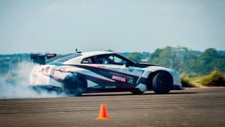 Nissan GT-R Drift record humo blanco derrape drift
