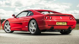 Ferrari F355 motor V8 berlinetta deportivo italiano rojo