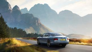 Bentley Flying Spur W12 S - 325 km/h