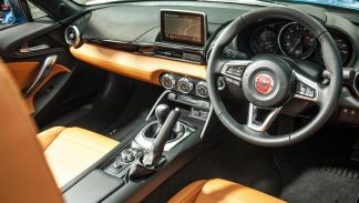 Comparativa Mazda MX-5 Fiat 124 Spider roadster divertidos deportivos descapotable pequeño