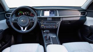 Kia Optima híbrido enchufable interior lujo tecnología cuero