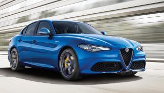 Alfa Romeo Giulia Veloce lluvia frontal azul llanta