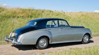 Lujo y distinción en el interior de un Rolls-Royce Silver Cloud de 1956