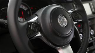 7 detalles que molan del Toyota GT86 2017 - Su volante es nuevo