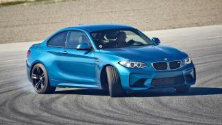 Coches haciendo drifting: BMW M2