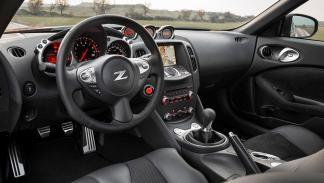 Los coches que debes evitar llevar a tu primera cita de Tinder - Nissan 370Z