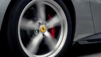 Kimi Raikkonen exprime a fondo al Ferrari GTC4 Lusso T