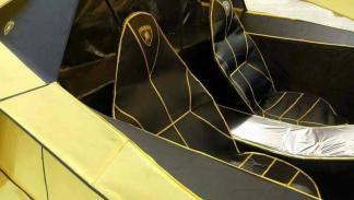 Lamborghini Aventador papel