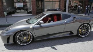 Kim Kardashian con un Ferrari F430