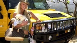 Paris Hilton, sus perros y un Hummer