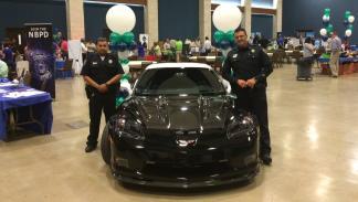 Los dos afortunados agentes que patrullarán con este pedazo Corvette