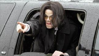 Jacko saludando a sus fans desde el Escalade