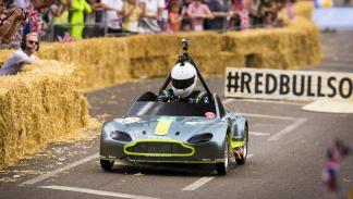 Aston Martin Vantage V8 en los Autos Locos de Red Bull (II)