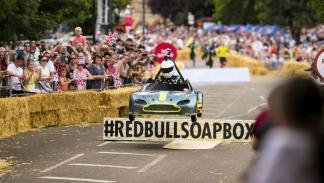 Aston Martin Vantage V8 en los Autos Locos de Red Bull (III)