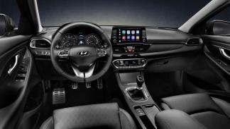 interior del Hyundai i30 Fastback