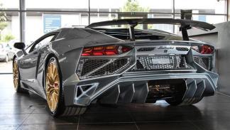 último Lamborghini Aventador SV plata porsche