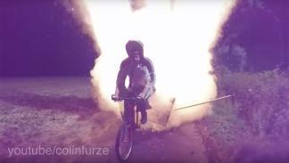 Colin Furze bicicleta petardos fuego artificiales