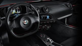 5 deportivos a los que el nuevo Cayenne Turbo dejaría en ridículo en el 0-100 - Alfa Romeo 4C
