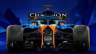 Vista delantera del McLaren Alpine MCL33 de Sean Bull