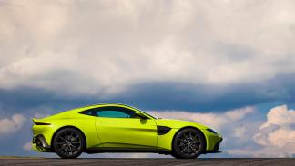 Aston Martin Vantage 2018 (lateral)