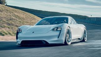 Porsche GT2 RS vs Porsche Mission E