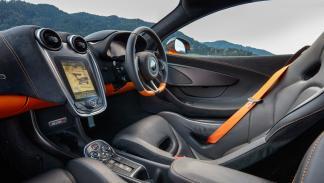 McLaren 570S (interior)