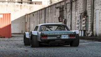 Ford Mustang 67 Corvette C5