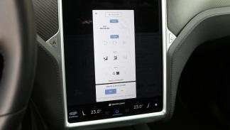 tecnologia lujo innovacion cargando coches electricos