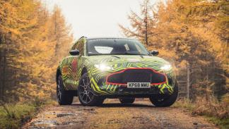Aston Martin DBX (frontal)
