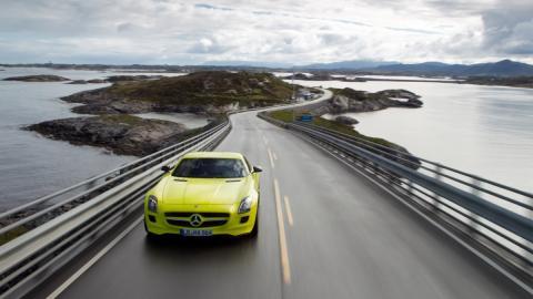carretera del Atlántico en Noruega coche