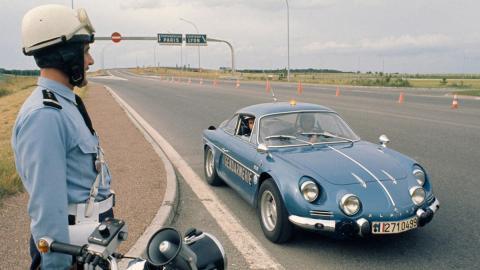 La policía francesa a bordo de un Alpine A110