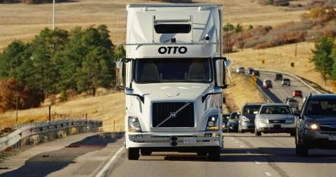 Camión Otto que reparte solo