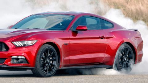 El Ford Mustang 2018 podría llevar un cambio automático de 10 marchas