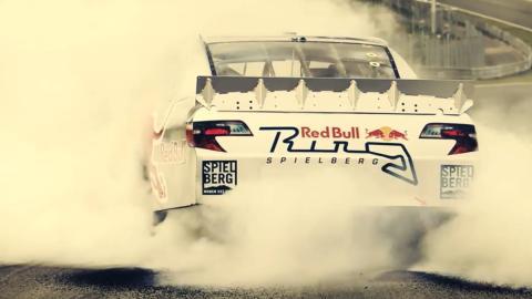 Nos ponemos al volante de un coche de NASCAR