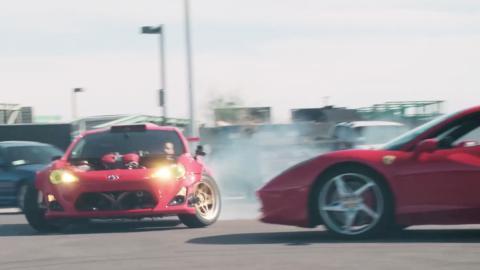 Un Toyota GT86 con motor Ferrari haciendo drifting. ¿Alguna idea mejor?