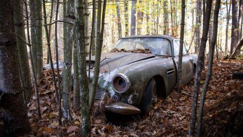 Aston Martin DB4 abandonado