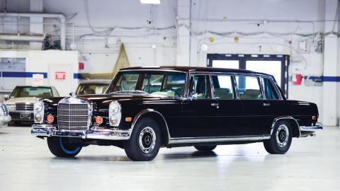 Mercedes 600 Pullman lujo limusina clásico