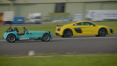 Drag race Caterham Audi R8