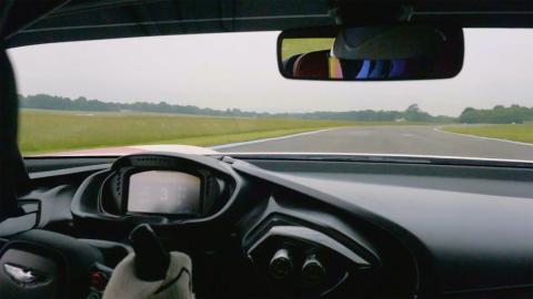 Vídeo: The Stig en el Aston Martin Vulcan