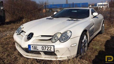 Mercedes SLR McLaren abandonado
