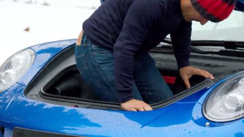 Chris Harris maletero Porsche 911