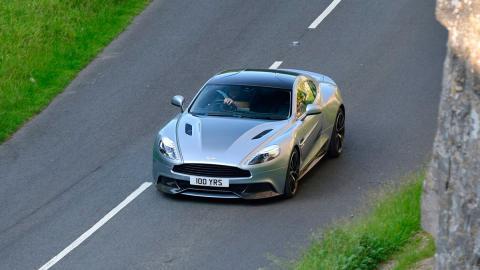 Coches más lentos que el Audi RS5: Aston Martin Vanquish (II)