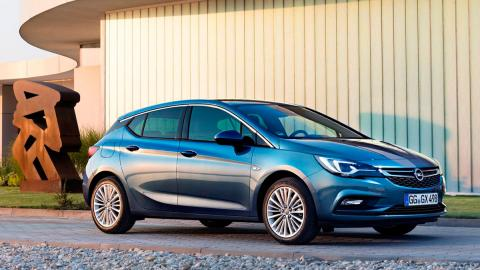 Coches que aparcan solos, Opel Astra (I)