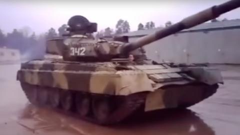Derrapando con un tanque militar