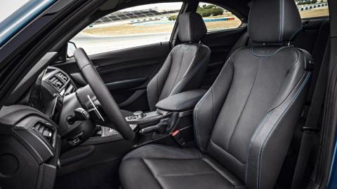 Extras que un coche debe tener: asientos deportivos
