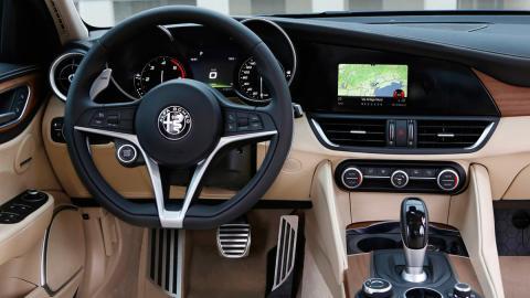 Coches con el mejor interior 2017: Alfa Romeo Giulia