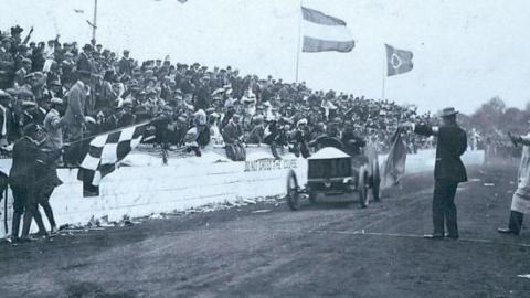 Bandera a cuadros, Glidden