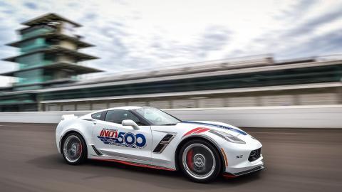 El Chevrolette Corvette Grand Sport, el pace car de la IndyCar 2017 circulando a toda pastilla