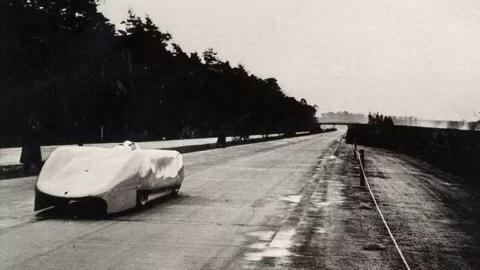 El piloto Rosmayer en la Autobahn