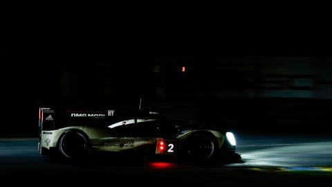 Porsche de noche